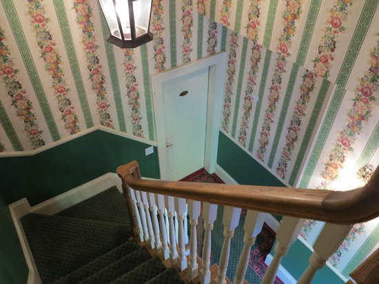 Brigadoon Bed and Breakfast: Stairwell