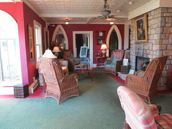 Brigadoon Bed and Breakfast: Front room