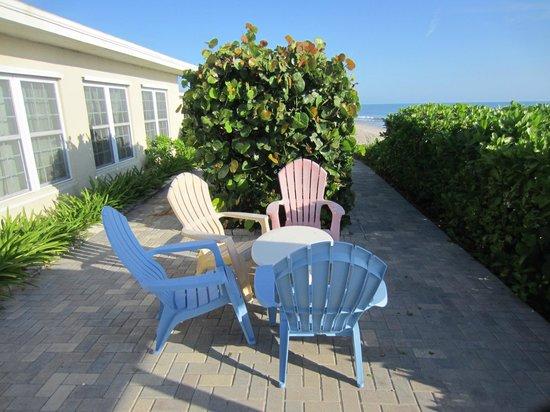 Sea View Inn: Hotel porch