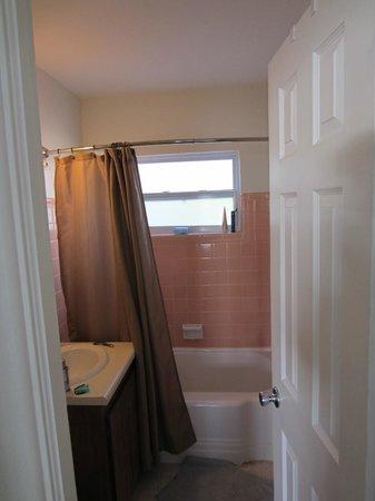 Sea View Inn: bathroom