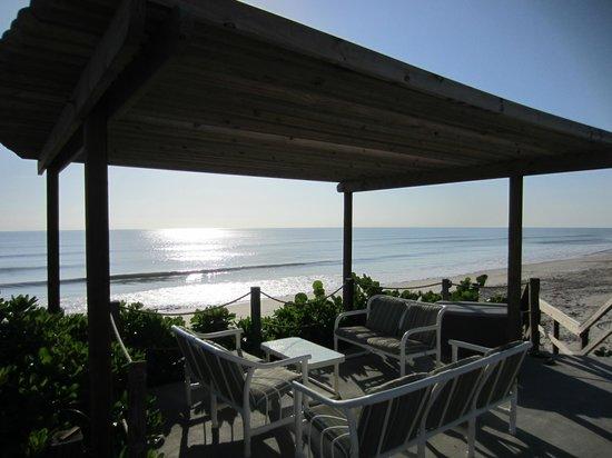 Sea View Inn: outside porch