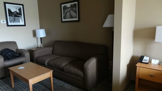Best Western Shelby Inn & Suites: large sitting area