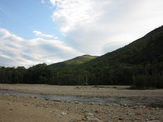 Crawford Notch General Store and Campground: Early morning in the mountains...
