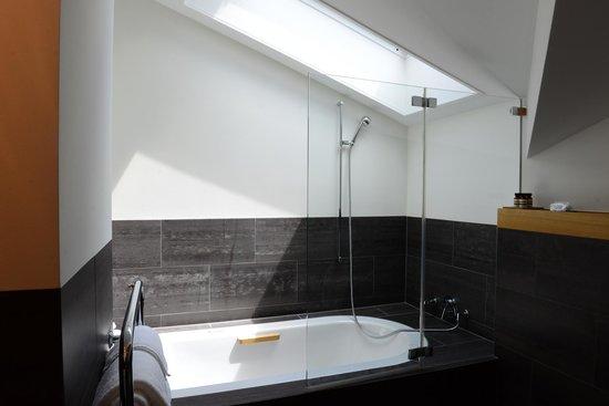 The Omnia: Bathroom