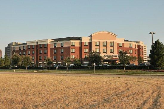 SpringHill Suites Dallas DFW Airport East/Las Colinas Irving: SpringHill Suites-Las Colinas: sunset view across open grassy lots.
