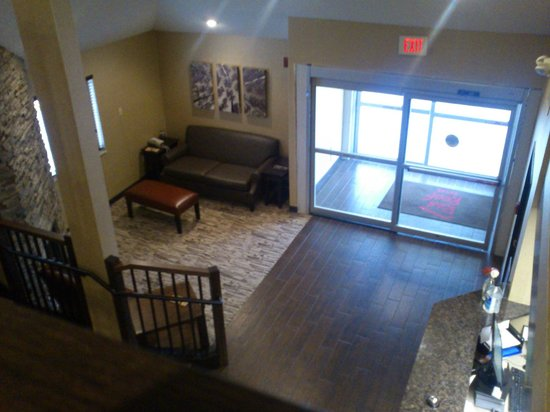 Red Roof Inn Fargo: Top View from Second Floor of the Lobby Area