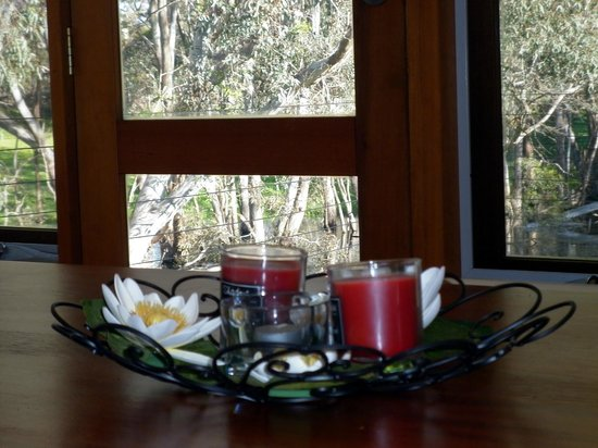 Cygnet River, Australia: kitchen table looking out