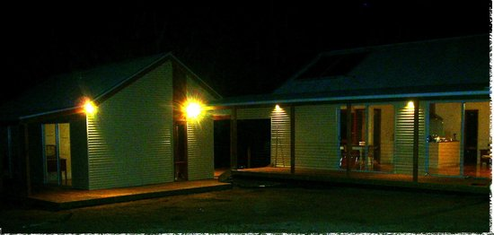 Cygnet River, Australia: Pavilions by night