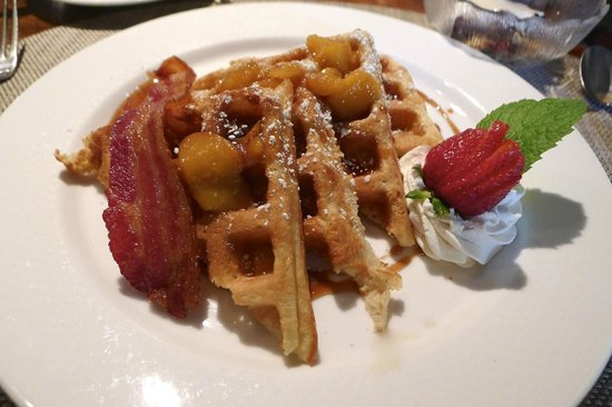 Inn at Occidental: Homemade Fresh Peach Waffles