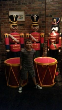 Candyland Cottage & Ice Cream Shoppe: Nutcracker Band