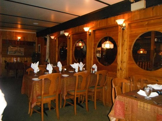 Paliotti's Italian Restaurant: Trypical Seating