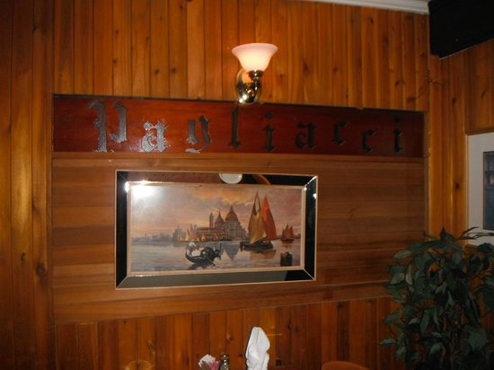Paliotti's Italian Restaurant: Interior Decor