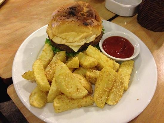 Kangaroo Cafe : Cheese burger served with fries, salad and tomato sauce.. yeah!
