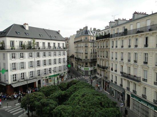 Hotel Carladez Cambronne: Da janela do Hotel você a Paris com suas construções maravilhosas!