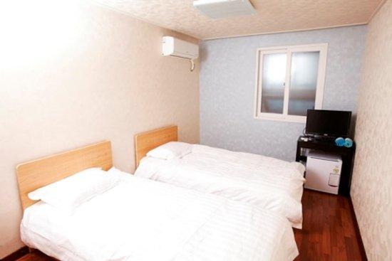24 Guesthouse Gangnam: twin room