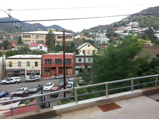 Eldorado Suites Hotel: From patio, looking down to Brewery St