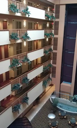Embassy Suites by Hilton Northwest Arkansas: Hotel & Grounds