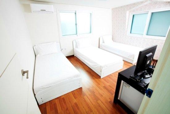 24 Guesthouse Gangnam: triple room