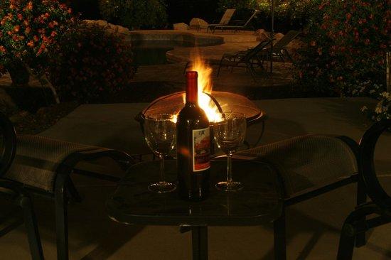 Orange Blossom Hacienda Bed & Breakfast: Wine by the fire