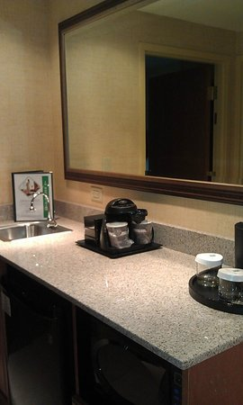 Embassy Suites by Hilton Northwest Arkansas: Room