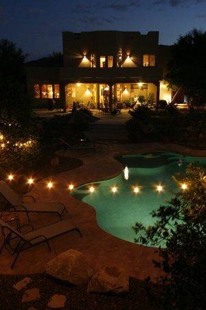 Orange Blossom Hacienda Bed & Breakfast: Nighttime Swim