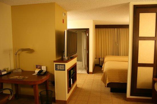 Hyatt Place Phoenix - North: Blick von der Eingangstür ins Zimmer