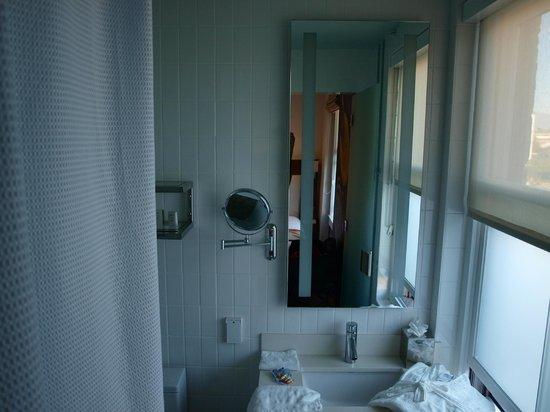 Hotel Indigo Santa Barbara: Petite mais bien agencée.