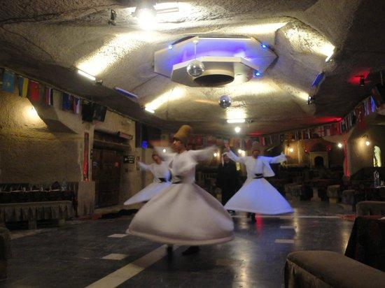 Yasar Baba Resturaunt & Turkish Nights: Dervixes Rodopiantes
