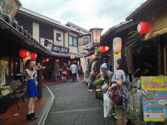 Yunotsubo Kaido Shopping Street
