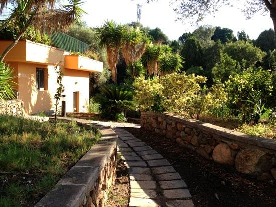 Hotel Residence Baia delle Ginestre : villini immersi nel verde