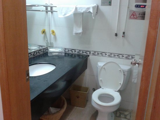 Nuoxin Hotel: Bathrooom