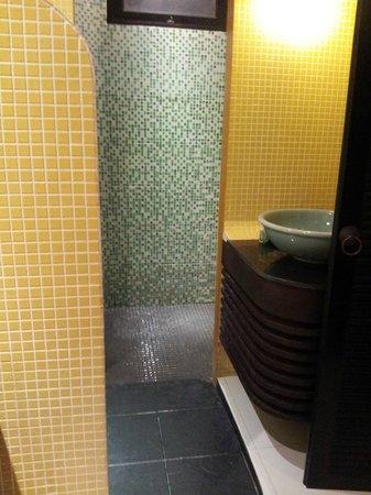 Mandawee Resort & Spa: Beautiful tiling, spacious for dresser & closet