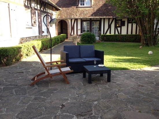 la collini re dreux frankrike omd men och. Black Bedroom Furniture Sets. Home Design Ideas