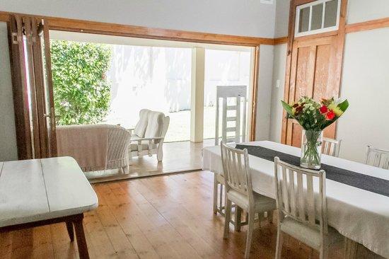 Coweys Corner : Breakfast Room