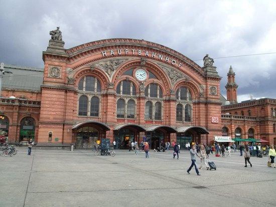 Wyndham Hannover Atrium: estação de trem