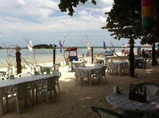Iyara Beach Hotel & Plaza : ristorante sulla spiaggia