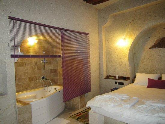 El Puente Cave Hotel: 部屋 ジャグジー付き