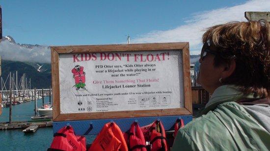Seward Boat Harbor: seward,  rartello di pericolo.
