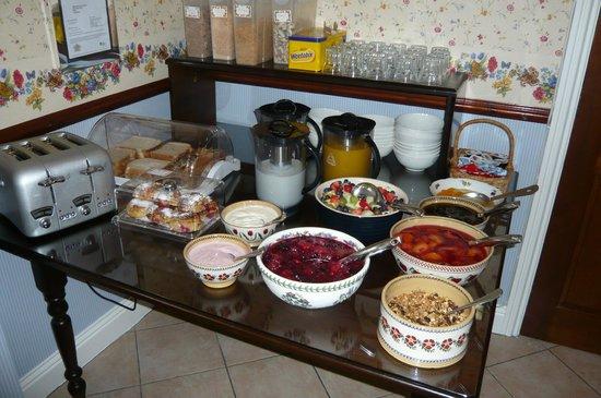 Willowbank House: 朝食の果物とか、これ以外にメインがある