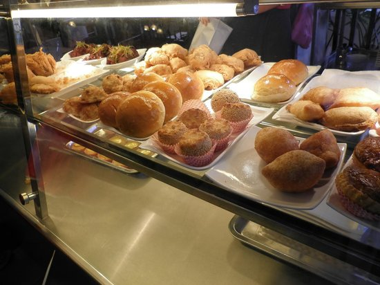 Foh San: Delectable pastries... all yummy!