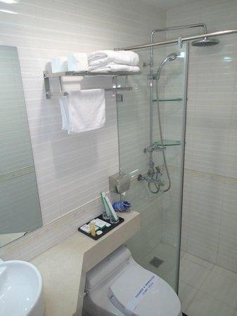 Nova Hotel: Clean bathroom