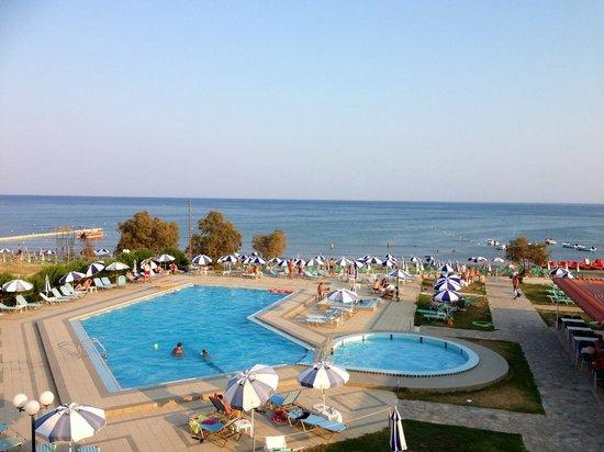 Astir Beach Hotel: Pool view.