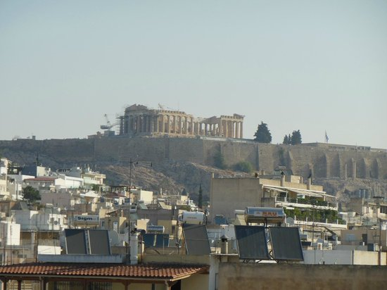 Ilissos Hotel: The view of Acropolis from the roofgarden