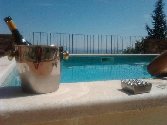 Residenza d'Epoca La Costa : Piscina con idromassaggio