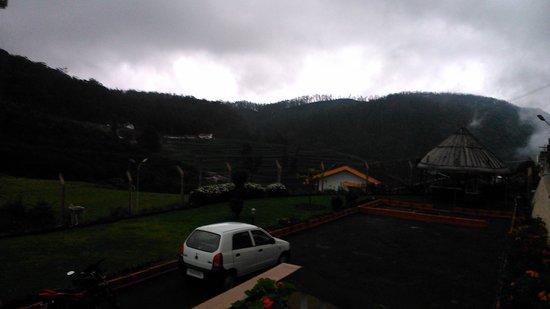 Delightz Inn Resorts: View from room eveng mist