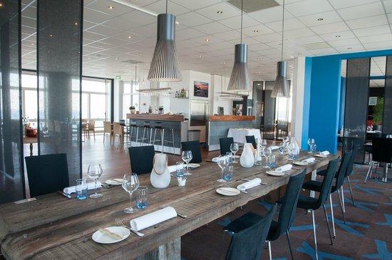 Genial Restaurant Snerlen: Our Long Wooden Table Weighing 400 Kg(!)