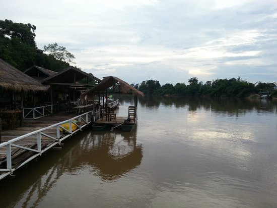 Rivertime Resort and Ecolodge: The wonderful floating restaurant, located on the Nam Ngum river