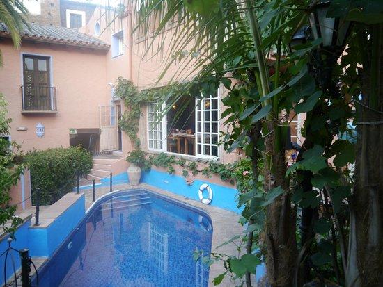 Amanhavis Hotel & Restaurant: Central courtyard