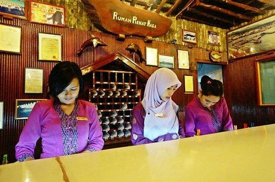 Dragon Inn Resort: the lobby counter