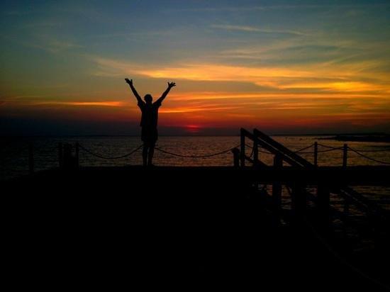 Kura Kura Resort: tramonto dal pontile kura kura